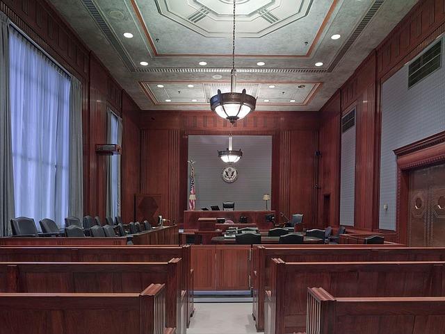 prázdná soudní síň
