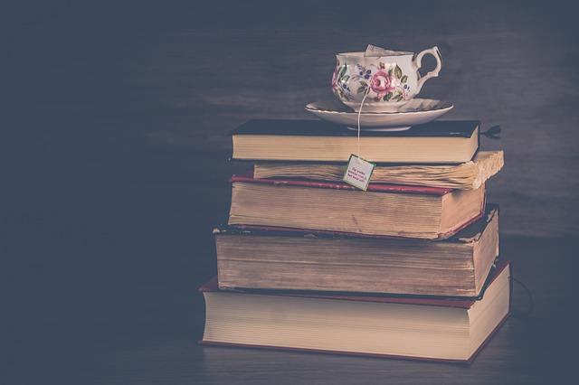 knihy s čajem