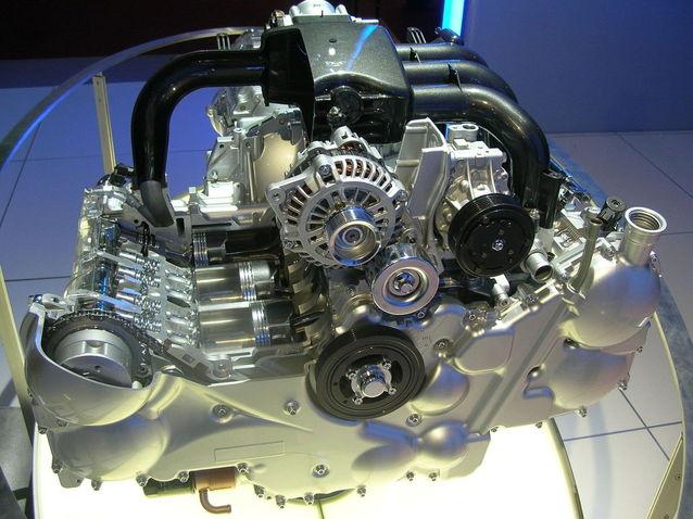 motor oddělený od auta na výstavě